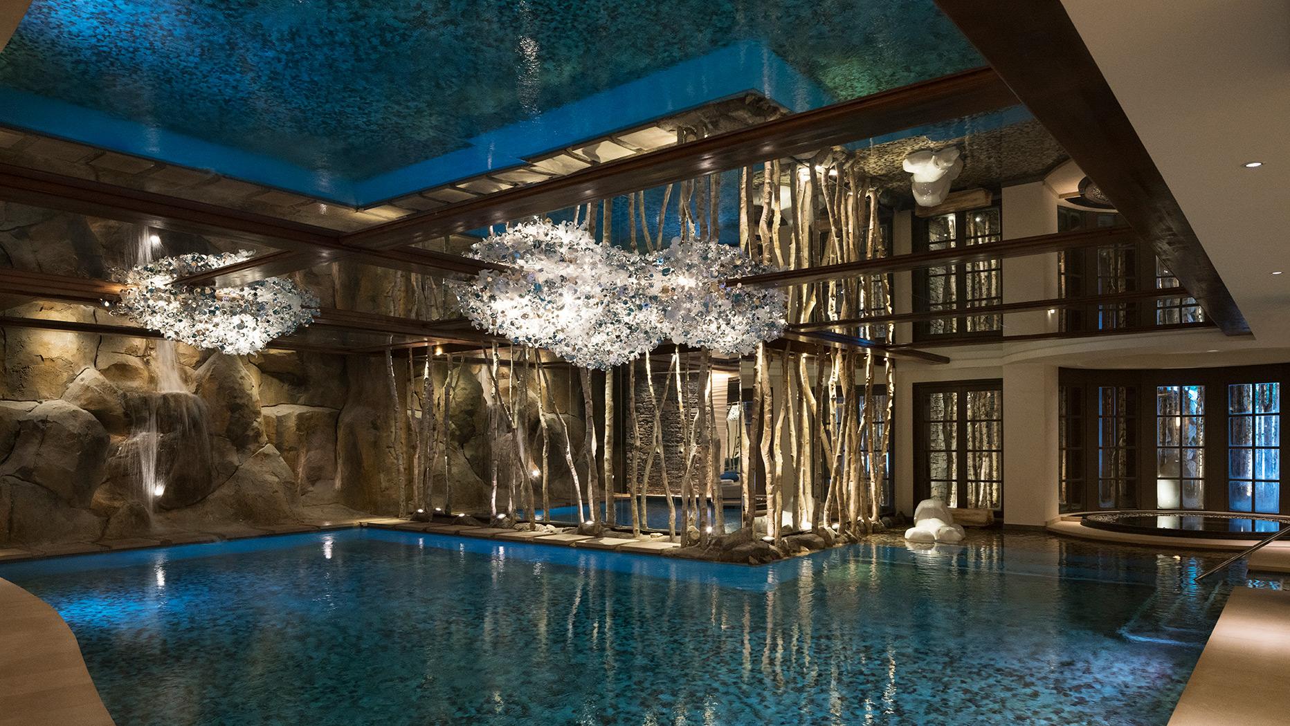 Abrium d couvrez le plafond tendu effet miroir for Hotel miroir plafond