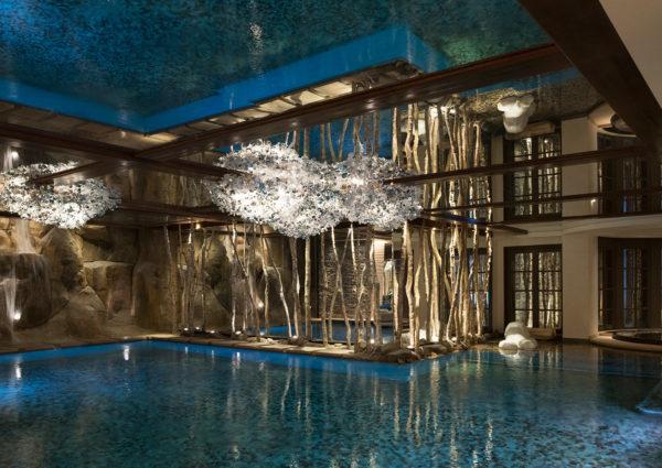 plafond tendu miroir piscine